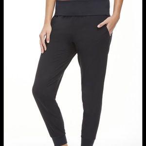 Fabletics larabee Black jogger pants small